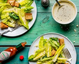 Salade Caesarà la sauce Tabasco Rouge